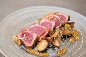 Corte de cerdo ibérico 100% de bellota, plato de Fierro, restaurante de Germán Carrizo y Carito Lourenço en Valencia