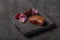 Pato-con-fresas-y-remolacha-al-Malbec-restaurante-Fierro